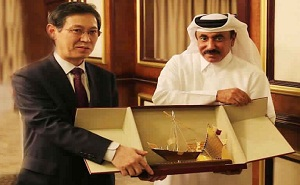 Jassim bin Saif Al-Sulaiti, Minister of Transport with Kim Kyung Sik, South Korean Vice Minister for Land and Infrastructure and Transport